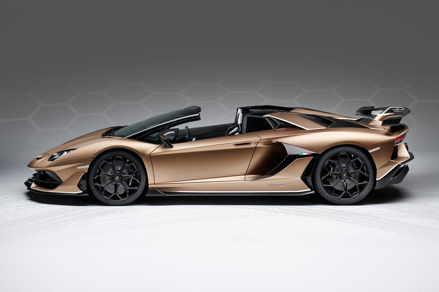 Lamborghini Aventador SVJ Roadster Price, Specs, Photos \u0026 Review
